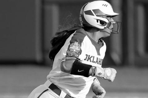 Sooners Drop Game 1 in the Women's College World Championship